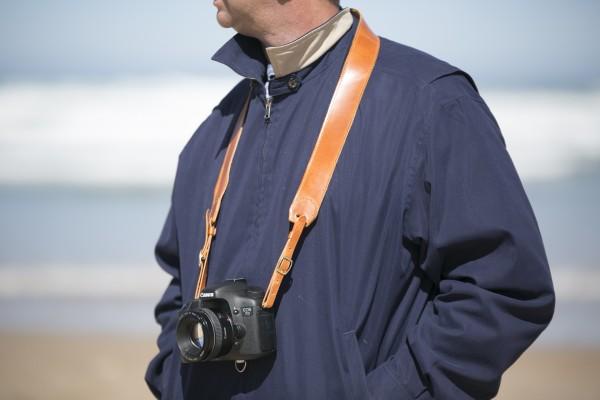 Correa cuero avellana para cámaras fotográficas